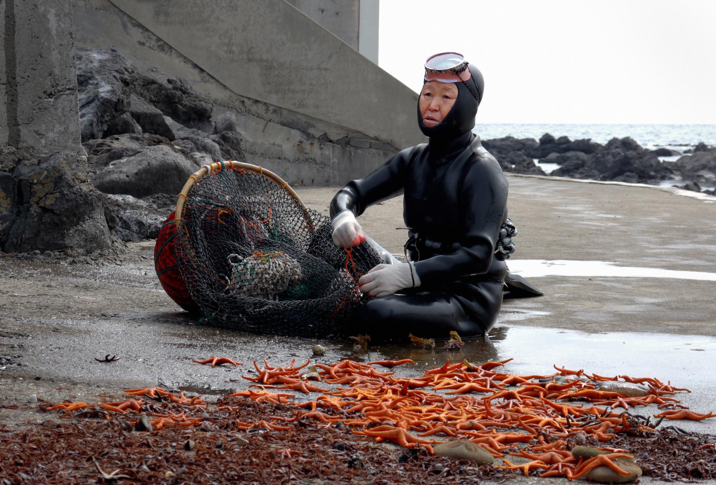 SeaWomen - Mikhail Karikis