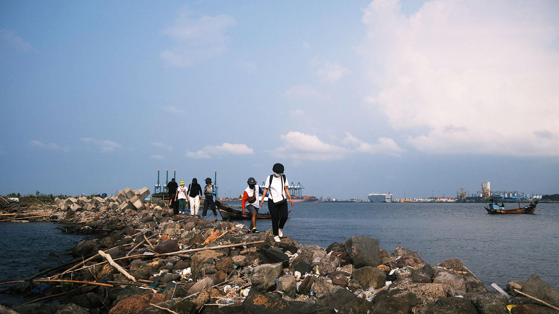 Photo: Irwan Ahmett Location: Jakarta Bay, North Jakarta
