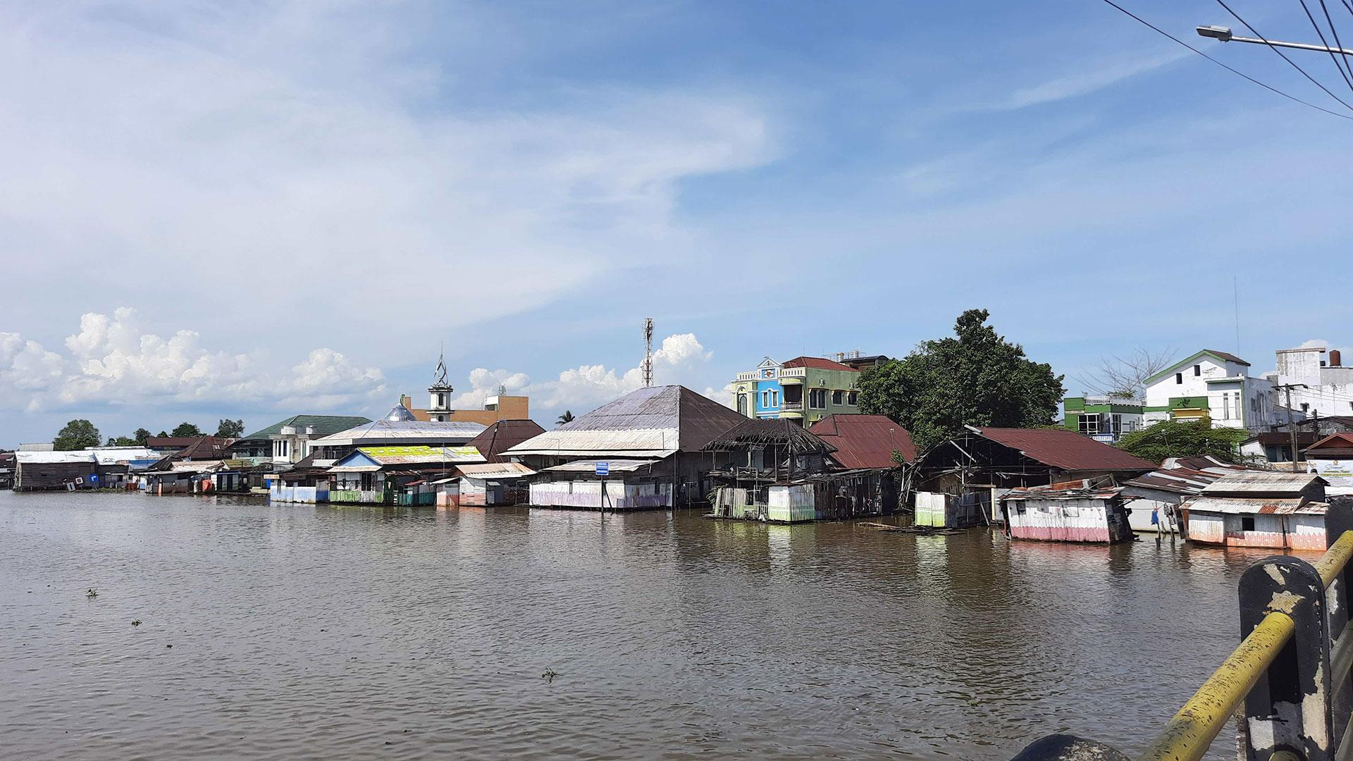 tita-salina-irwan-ahmett-jakarta-rizki-mailindasari-martapura-river-south-kalimantan